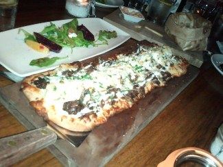 A flatbread at BO-beau