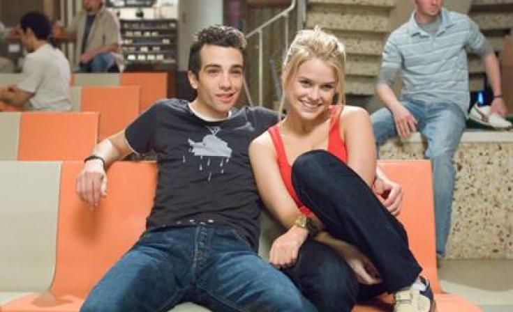 "(L-R) Jay Baruchel as Kirk and Alice Eve as Molly in ""She's Out of My League."""