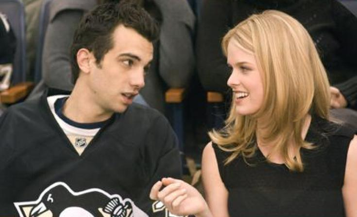 """(L-R) Jay Baruchel as Kirk and Alice Eve as Molly in """"She's Out of My League."""""""