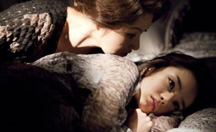 (L-R) Mi-Hee and Seo Woo as Hae-Ra in ``The Housemaid.''
