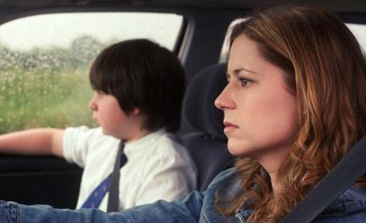 "Daniel Yelsky as Dennis and Jenna Fischer as Laura in ""A Little Help."""