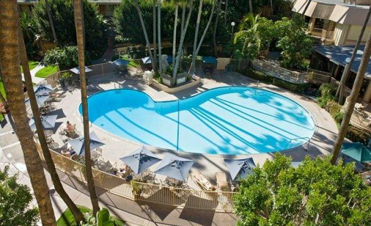 Crowne Plaza San Diego Swimming Pool