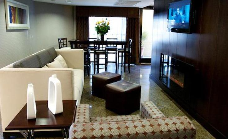 Holiday Inn Express San Diego Airport Hotel Guest Living Room