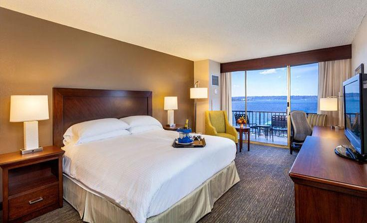 King Guest Room with Bay View